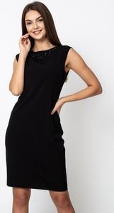 Czarna sukienka QUIOSQUE bez rękawów mini prosta