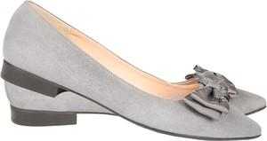 Baleriny Lafemmeshoes z płaską podeszwą w stylu klasycznym z zamszu