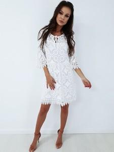 8edadafc6d4e Sukienka chloee.pl z dekoltem w kształcie litery v z długim rękawem midi