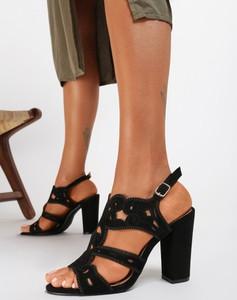 Czarne sandały Renee na wysokim obcasie z klamrami na obcasie