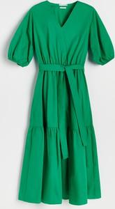 Sukienka Reserved z dekoltem w kształcie litery v z krótkim rękawem z bawełny
