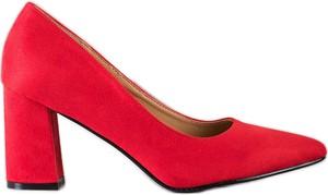 Czerwone czółenka Shelovet w stylu klasycznym