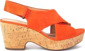 Sandały Clarks na koturnie na rzepy w stylu casual
