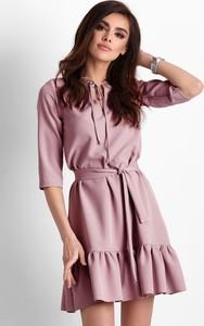Różowa sukienka Ivon rozkloszowana z długim rękawem