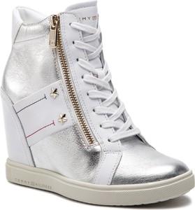 b95650fc87b43 Sneakersy Tommy Hilfiger sznurowane w młodzieżowym stylu ze skóry  ekologicznej