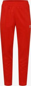 Czerwone spodnie sportowe Adidas Originals z dresówki