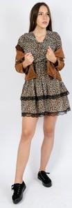 Brązowa sukienka Olika rozkloszowana w stylu casual z długim rękawem