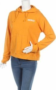 Żółta bluza Only w młodzieżowym stylu