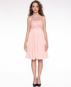 Różowa sukienka 4myself z okrągłym dekoltem