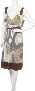 Sukienka Zero z dekoltem w kształcie litery v na ramiączkach