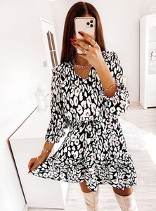 Sukienka Pakuten z długim rękawem z dekoltem w kształcie litery v mini
