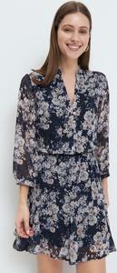 Sukienka Mohito z dekoltem w kształcie litery v z szyfonu