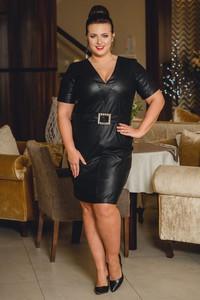 Czarna sukienka KARKO w stylu casual z krótkim rękawem midi