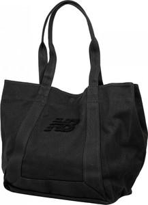 Czarna torebka New Balance pikowana