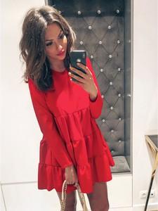 Czerwona sukienka magmac.pl w stylu casual oversize z okrągłym dekoltem