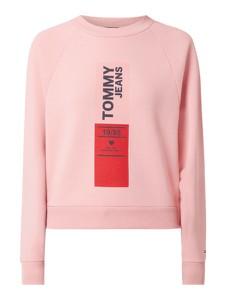 Różowa bluza Tommy Jeans krótka w stylu casual