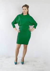 Zielona sukienka Meleksima midi z dekoltem woda