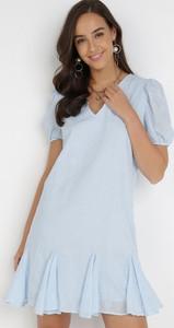 Niebieska sukienka born2be trapezowa z krótkim rękawem