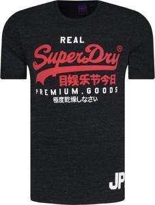 Czarny t-shirt Superdry w młodzieżowym stylu