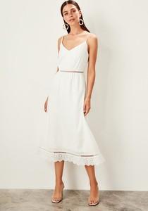 Sukienka Trendyol z dekoltem w kształcie litery v prosta