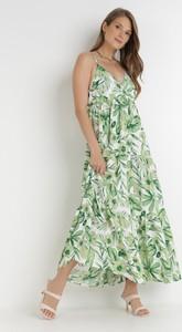 Zielona sukienka born2be na ramiączkach maxi z dekoltem w kształcie litery v