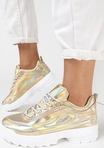 Złote buty sportowe born2be sznurowane w sportowym stylu