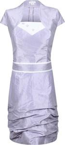 Fioletowa sukienka Fokus dopasowana midi
