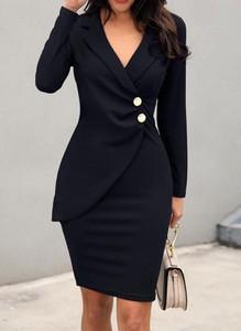 Czarna sukienka Sandbella dopasowana z dekoltem w kształcie litery v