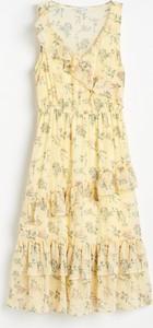 Żółta sukienka Reserved maxi z dekoltem w kształcie litery v