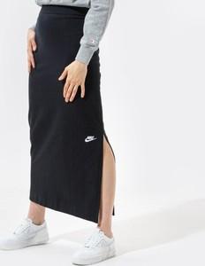 Czarna spódnica Nike w sportowym stylu