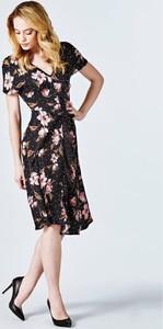 Sukienka Guess midi z dekoltem w kształcie litery v w stylu retro