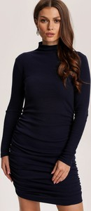 Czarna sukienka Renee dopasowana w stylu casual z golfem