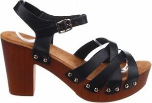 Czarne sandały W.s Shoes z klamrami