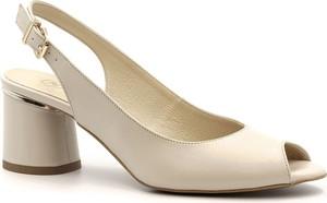 Sandały Neścior z klamrami w stylu klasycznym ze skóry