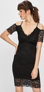 Czarna sukienka Guess Jeans dopasowana z dzianiny z krótkim rękawem
