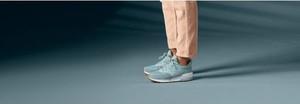Niebieskie buty New Balance w sportowym stylu sznurowane