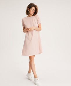 Różowa sukienka Diverse