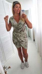 Sukienka yourboutique.pl z krótkim rękawem kopertowa w stylu casual
