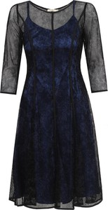 Czarna sukienka POTIS & VERSO z okrągłym dekoltem z długim rękawem