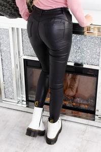 Czarne spodnie Olika ze skóry w rockowym stylu