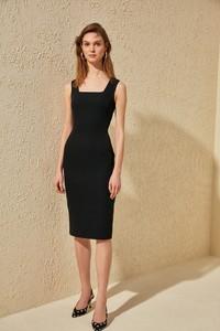Sukienka Trendyol dopasowana na ramiączkach