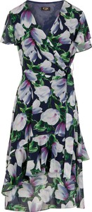 Sukienka Poza z tkaniny z dekoltem w kształcie litery v z krótkim rękawem