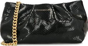 Czarna torebka Coccinelle na ramię ze skóry lakierowana