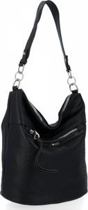 Czarna torebka David Jones w stylu glamour na ramię lakierowana