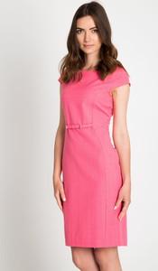 Różowa sukienka QUIOSQUE z okrągłym dekoltem mini