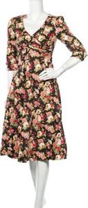 Sukienka Dolly And Dotty z długim rękawem z dekoltem w kształcie litery v
