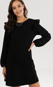 Czarna sukienka born2be mini z długim rękawem