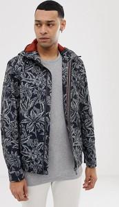 Granatowa kurtka Ted Baker w młodzieżowym stylu