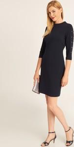 Granatowa sukienka QUIOSQUE z długim rękawem prosta