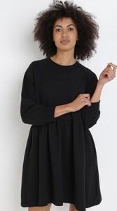 Czarna sukienka born2be z długim rękawem w stylu casual mini